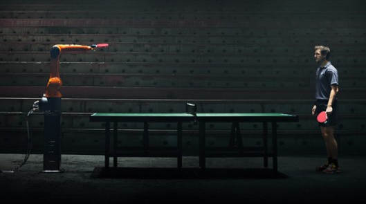 Duelo de Ping Pong Hombre Contra Robot