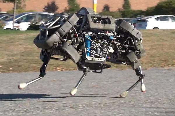 Robots rápidos; humanos lentos