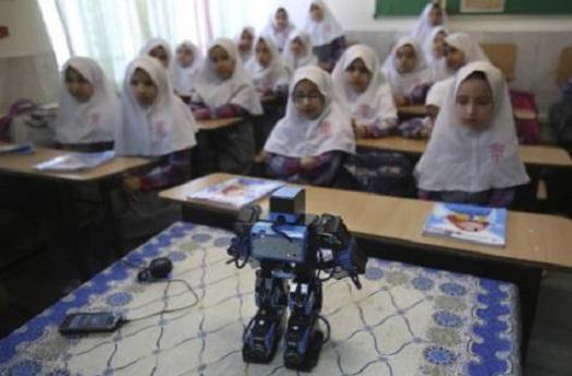 Profesor iraní construye robot para enseñar a orar