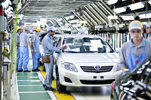 Reemplazando robots por humanos en Toyota