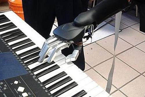 Ingeniero mexicano crea el robot pianista más avanzado del mundo