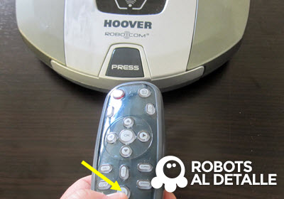 Pulsa boton voz mando Hoover RoboCom3