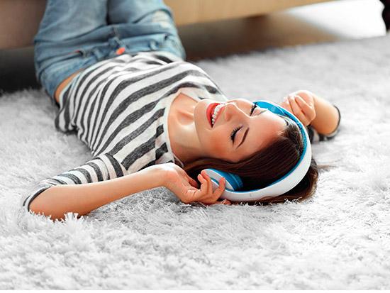 robot aspirador a punto alfombras